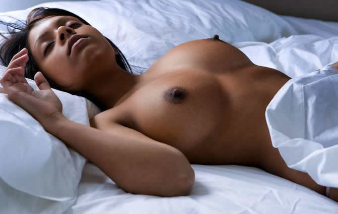 fist sexe femme nue qui dort