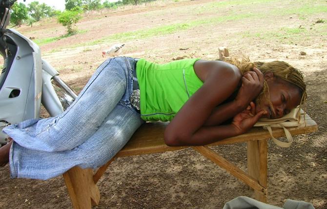 cameroun femmes trois automassages chinois pour mieux dormir crtv info actu tv. Black Bedroom Furniture Sets. Home Design Ideas