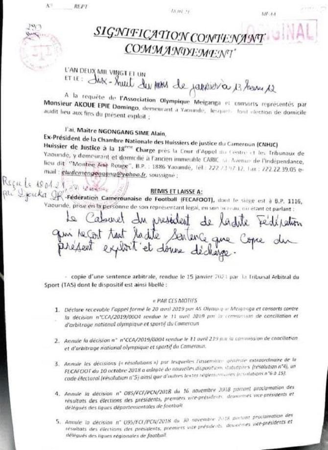manifestants_fecafoot_exploit_huissier