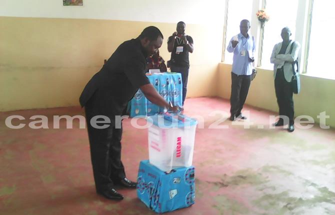 Les bureaux de vote en pleine préparation avant le scrutin de
